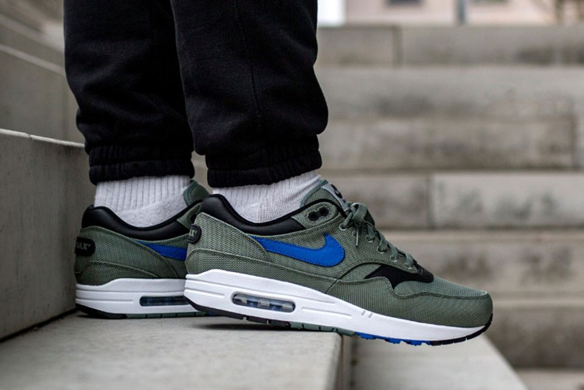 new product 31aab 41164 How to buy the Nike Air Max 1 Premium Clay Green